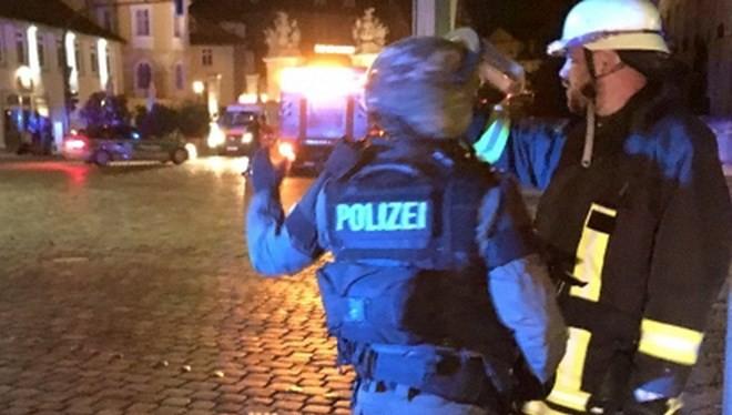 Lực lượng cảnh sát đặc biệt tại trung tâm thành phố Ansbach.(Nguồn: nordbayern.de).