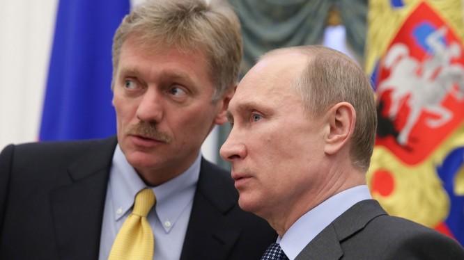 Người phát ngôn Điện Kremlin Dmitry Peskov và Tổng thống Putin (ảnh minh họa)