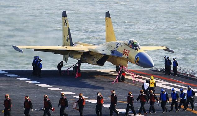Máy bay J-15 trên tàu sân bay Trung Quốc.