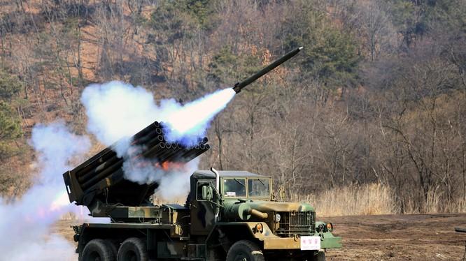 Quốc tập trận bắn đạn thật gần biên giới Bắc Triều Tiên.