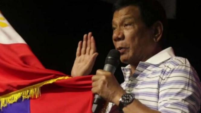 Bộ trưởng Ngoại giao Philippines đã tìm cách thuyết phục các nước ASEAN đưa phán quyết của Tòa trọng tài Phụ lục VII Công ước Liên hợp quốc về Luật biển đối với vụ kiện giữa Trung Quốc và Philippines vào tuyên bố chung nhưng không hoàn toàn thành công.