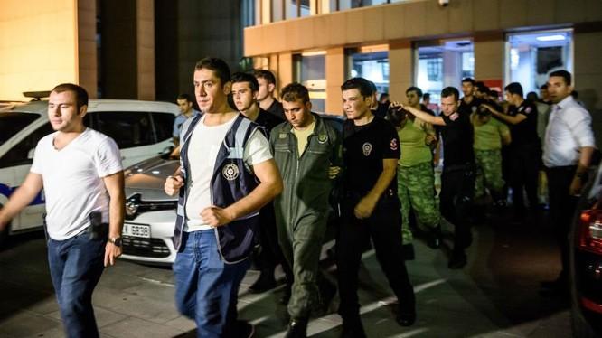 Thổ Nhĩ Kỳ cảnh báo chiến dịch trấn áp sao đảo chính chưa kết thúc