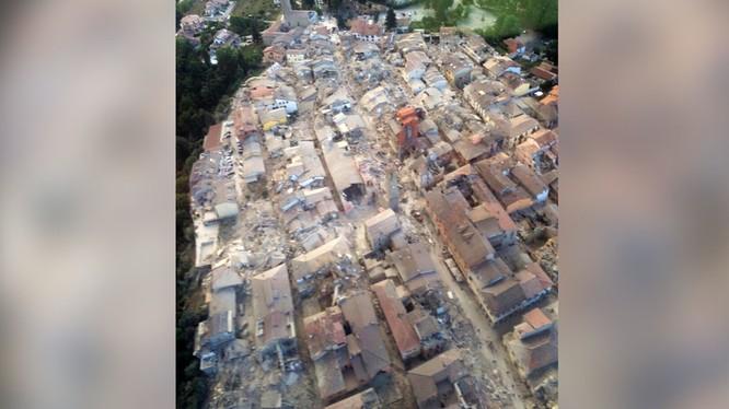 Hậu quả trận động đất kinh hoàng ở Italy.