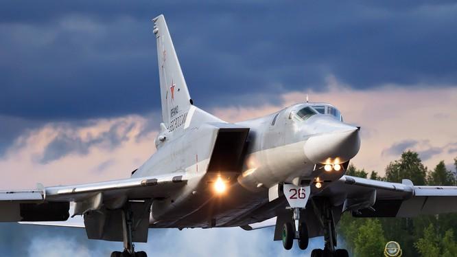 Oanh tạc cơ Tu-22M3 được trang bị tên lửa siêu thanh tầng bình lưu.