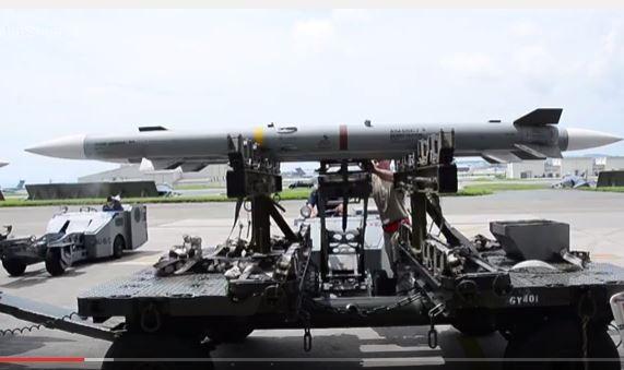 Tên lửa tấn công AIM-120.
