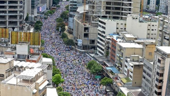 Venezuela: Một triệu người tham gia tuần hành chống chính phủ.