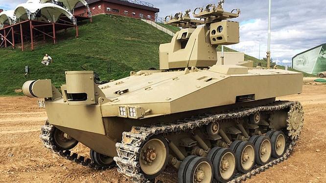Hãng Kalashnikov chế tạo robot bánh xích mới cho quân đội Nga.