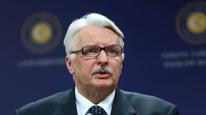 Ba Lan và Anh ủng hộ tiếp tục trừng phạt chống Nga