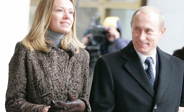 Tổng thống Nga Putin và một trong 2 cô con gái.