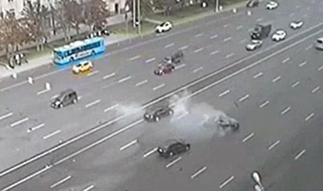 Xe của ông Putin gặp tai nạn kinh hoàng, tài xế tử vong - Video.
