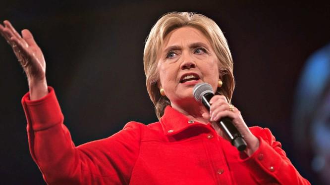 Ông Obama vận động tranh cử cho bà Hillary Clinton.