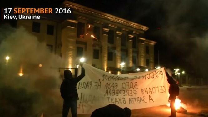 Nga yêu cầu Ucraine điều tra vụ tấn công Đại sứ quán Nga