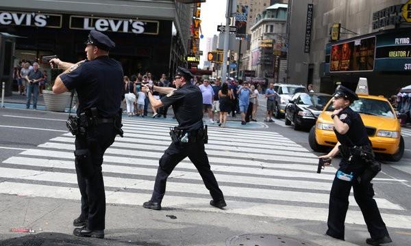 New York tiếp tục cảnh giác sau khi nghi can khủng bố bị bắt.