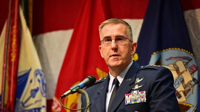 Tướng John E. Hyten.