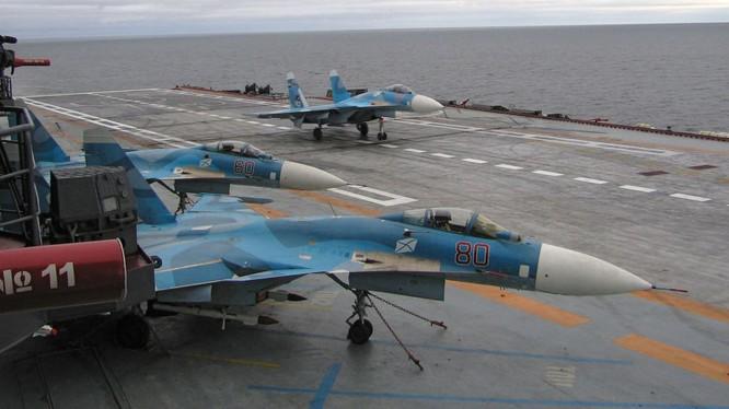 Nga điều tàu sân bay Kuznetsov tới bờ biển Syria. (ảnh Sputnik)