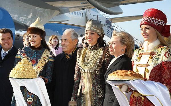 Bà Hillary Clinton từng bỏ quên tài liệu bí mật khi đi thăm Nga? (ảnh minh họa)