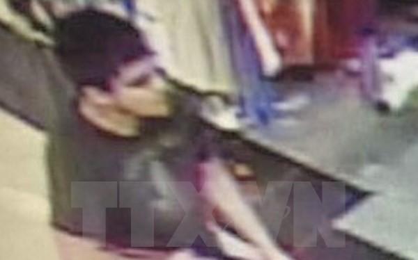 Hình ảnh đối tượng được cho là nghi phạm vụ xả súng do camera an ninh ghi lại tại trung tâm thương mại Cascade tối 23/9. (Nguồn: EPA/TTXVN).