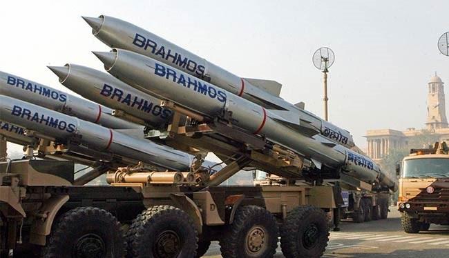 Ấn Độ đưa 100 tên lửa siêu thanh BrahMos tới sát Trung Quốc. (ảnh minh họa)