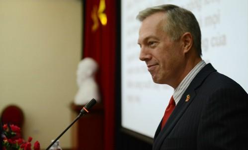 Đại sứ Mỹ tại Việt Nam phát biểu tại Học viện Chính trị Quốc gia Hồ Chí Minh ngày 27/9. Ảnh: Xavier Bourgois
