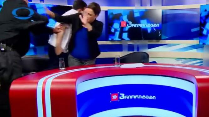 """2 chính trị gia Gruzia đánh nhau trên truyền hình """"vì vấn đề quan hệ với Nga""""."""