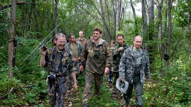 Tổng thống Putin trong rừng Taiga.