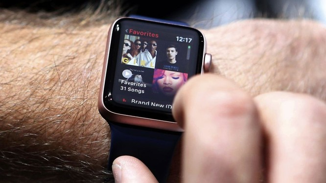 """Các Bộ trưởng Anh bị cấm đeo đồng hồ Apple Watch vì """"sợ tin tặc Nga"""""""
