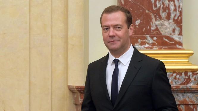 Medvedev: Nga không thể cho phép mình sống trong nợ nần như nước khác