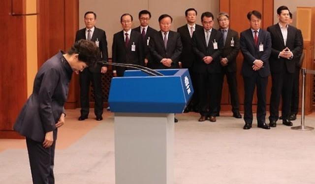 Tổng thống Hàn Quốc Park Geun-hye cải tổ nội các giữa sóng gió scandal