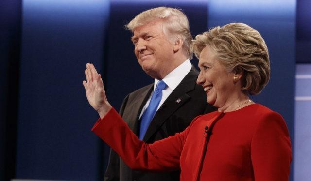 """""""Trump muốn hợp tác với Nga, còn Clinton thì lăm le thù địch"""" - ông Dana Rohrabacher nhận định, theo Sputnik."""