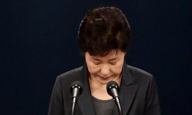 Tổng thống Park Geun Hye xin tạ lỗi với người dân Hàn Quốc.