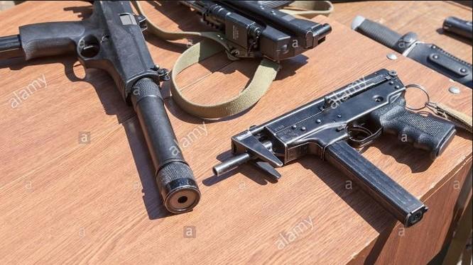 Pháp phát hiện kho vũ khí hạng nặng gần Paris (ảnh minh họa).