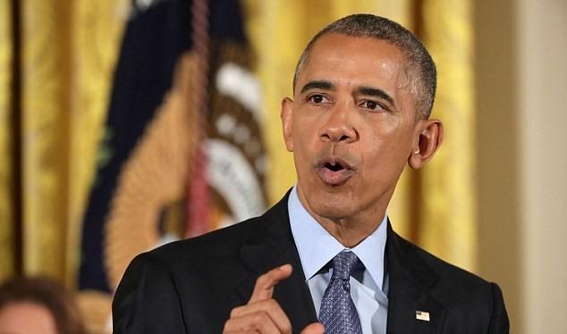 """Ông Obama đang tìm cách hạn chế quyền lực của Trump bằng """"quy định lúc nửa đêm"""""""