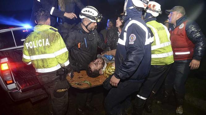 Vụ tai nạn máy bay chở nhiều cầu thủ Brazil tại Colombia có thể là do thiếu nhiên liệu.