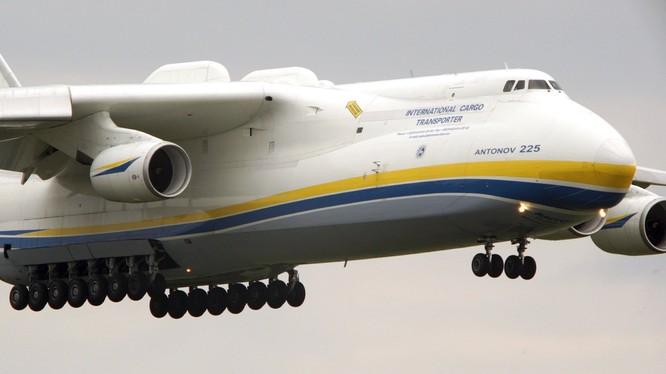 Máy bay Antonov-225 Mriya.