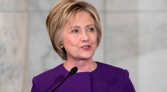 """Bà Hillary Clinton kêu gọi tuyên chiến với """"đại dịch tin tức giả""""."""
