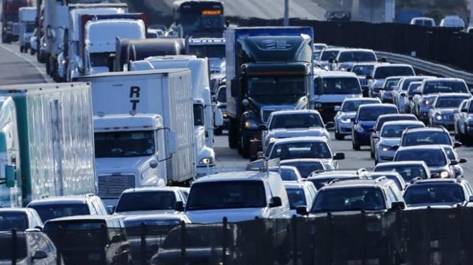 Mỹ đề xuất quy định ô tô đi trên đường phải có khả năng giao tiếp vô tuyến để tránh tai nạn