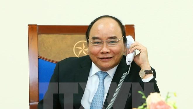 Thủ tướng Nguyễn Xuân Phúc điện đàm với Tổng thống đắc cử Hoa Kỳ Donald Trump. (Ảnh: Thống Nhất/TTXVN).