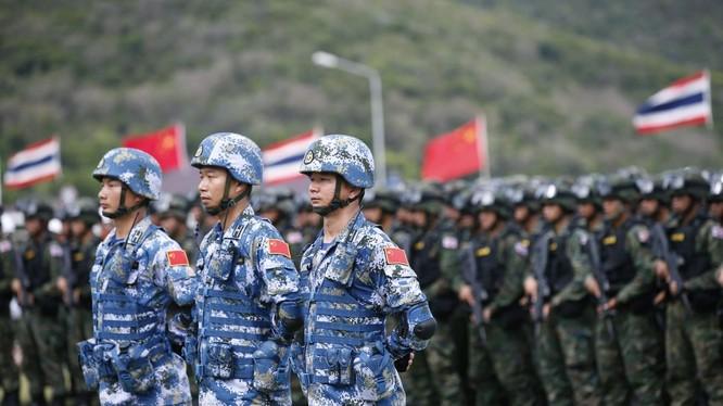Quân đội Trung Quốc - Thái Lan trong một cuộc tập trận chung.
