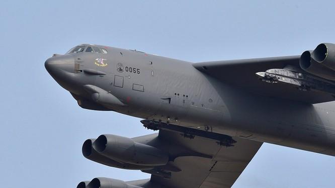 Oanh tạc cơ B-52 có thể mang bom, tên lửa hạt nhân của Mỹ.