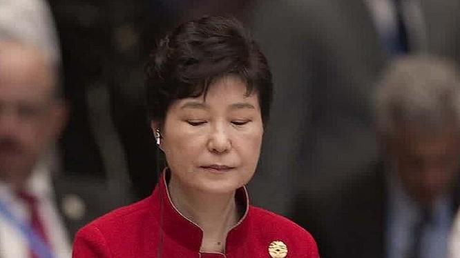 Tổng thống Park Geun-hye là người đang trải qua nhiều khó khăn, sóng gió trong sự nghiệp chính trị của mình.