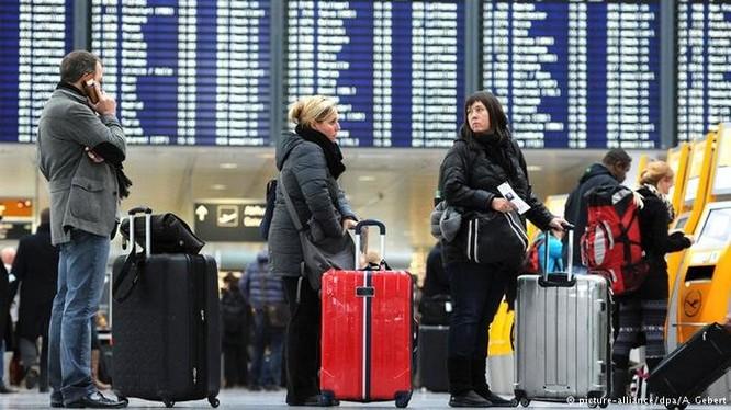 Truyền thông Đức vừa phanh phui một thủ đoạn chiếm đoạt vé máy bay mua qua mạng của hành khách - Ảnh: DPA