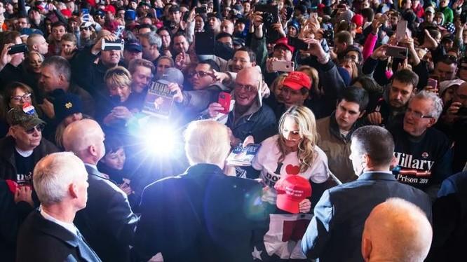 Ông Donald Trump và những người ủng hộ (ảnh minh họa)