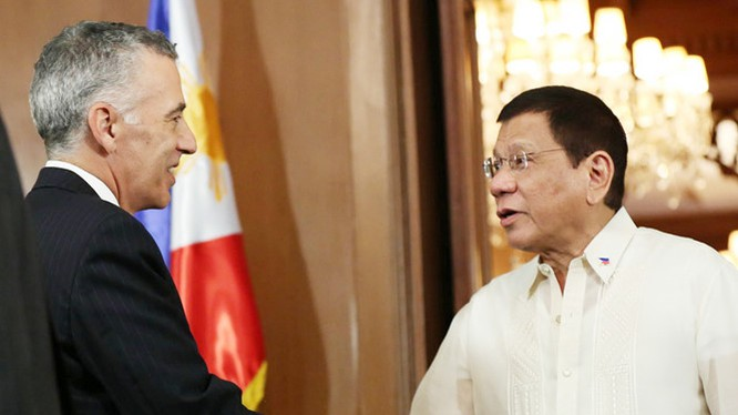 Tổng thống Duterte tiếp ông Goldberg tại phủ tổng thống hồi tháng 7.2016.