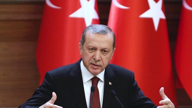 """Erdogan dọa tung ảnh, video chứng minh """"Mỹ chống lưng IS"""" và phản ứng của Mỹ (ảnh minh họa: The Independent)"""