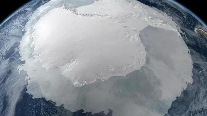 Có bí mật khủng khiếp đang ẩn dưới lớp băng dày ở Nam Cực?