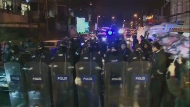 Cảnh sát vây kín hiện trường vị tấn công.