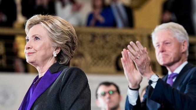 Vợ chồng bà Hillary Clinton sẽ dự lễ nhậm chức của ông Donald Trump