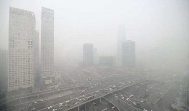 Bắc Kinh ban bố cảnh báo sương mù ở mức cao nhất trong ngày thứ hai.