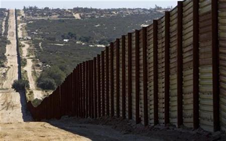 Xuất hiện ý tưởng đưa tù nhân đi xây tường chắn biên giới Mỹ-Mexico