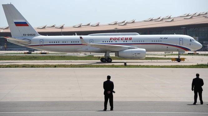Máy bay của ông Putin phải đem đi sửa